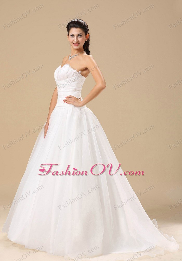Sweetheart Ruch and Beading Decorate Bodice 2013 Bridal Gown