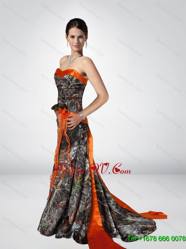 Luxurious Column Strapless Camo Prom Dresses with Hand Made Flower