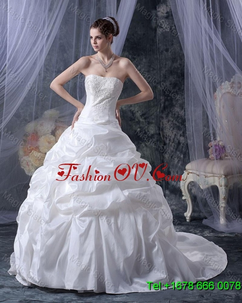 2016 Romantic Ball Gown Strapless Wedding Dresses with Appliques