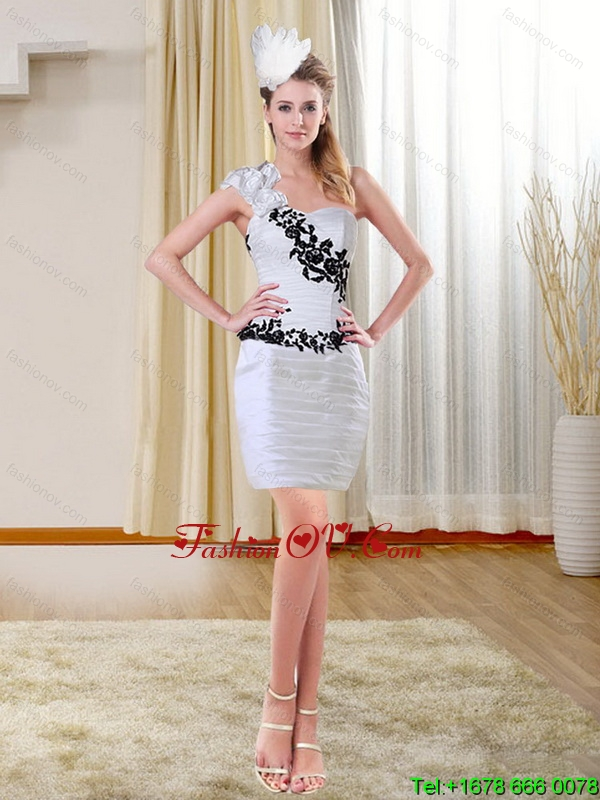 2015 Column Short Sweetheart White Prom Dresses with Black Appliques