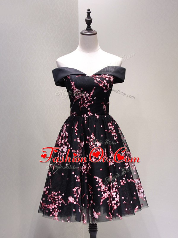 Glamorous Off The Shoulder Sleeveless Prom Evening Gown Knee Length Lace and Appliques Black Tulle
