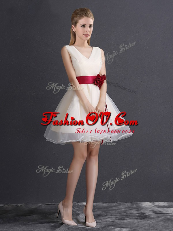 Customized Sleeveless Mini Length Hand Made Flower Lace Up Court Dresses for Sweet 16 with Champagne