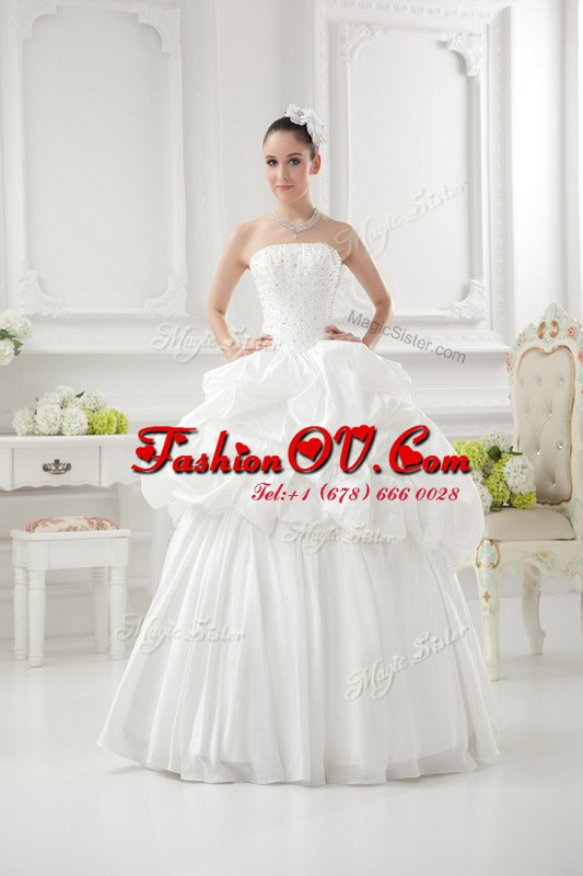 Simple Sleeveless Floor Length Beading and Pick Ups Lace Up Wedding Dresses with White