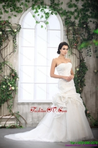 Cheap Strapless Ruffled Wedding Dresses with Brush Train