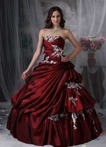 Burgundy Quinceanera Dress Strapless Taffeta Appliques Gown