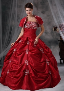 Wine Red Strapless Taffeta Appliques Quinceanera Dress