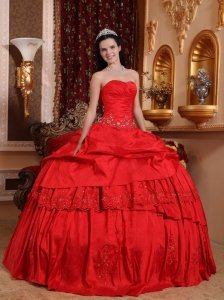 Red Sweetheart Taffeta Beading and Appliques Sweet 15 Dress