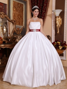 Ball Gown Strapless Taffeta Sashes/Ribbons Quinceanera Dress
