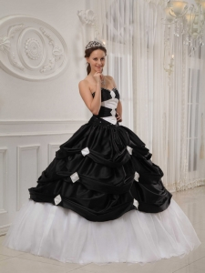 Black and White Quinceanera Dress Lace Up Back Pick-ups Skirt