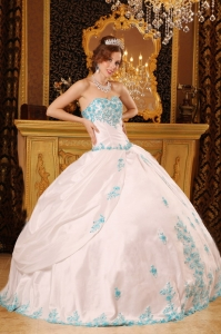White Sweetheart Appliques Taffeta Quinceanera Dress