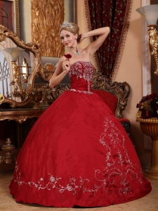 Embroidery Wine Red Quinceanera Dress Ball Gown Strapless