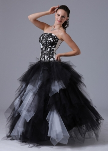 Embroidery Ruffles Black and White Quinceanera Dress Gowns