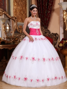 Pink and White Embroidery Dresses for Quinceanera Appliques