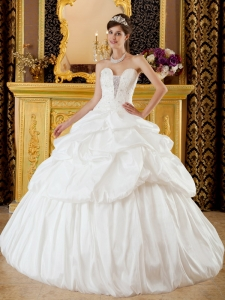 Appliques Beading Ivory Sweet Sixteen Quinceanera Gowns