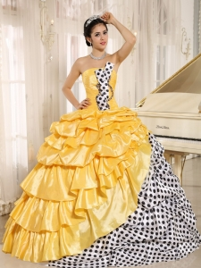 Dotted Taffeta Quinceanera Dresses Yellow Pick-ups Strapless