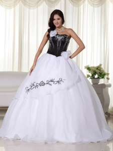 White Quinces Dress Strapless Organza Embroidery Ball Gown