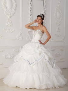 White Beading Quinceanera Gowns Sweetheart Organza and Taffeta