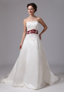 Embroidery Clasp Handle Wedding Dress With Chapel Train
