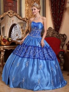 Two-tones Sweetheart Taffeta Embroidery Quinceanera Gowns