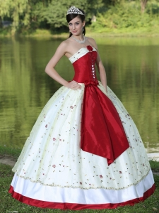 Colorful Quinceanera Dress Pretty Flower Embroidery Strapless