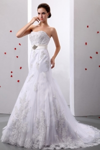 A-Line Strapless Wedding Dress Tulle Appliques Beading