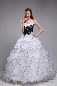 White Quinceanera Dress Sweetheart Organza Appliques Ruffles