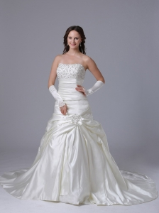 A-line Beaded Wedding Dress With Appliques and Ruch