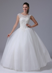 2013 A-line Scoop Wedding Dress With Appliques Decorate Bust Tulle