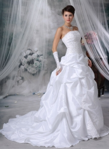 Strapless Taffeta Appliques and Handle Flowers Bridal Gown