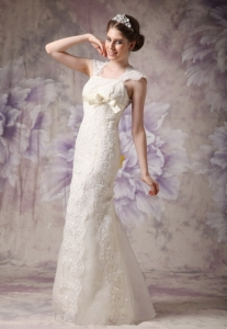Exquisite Straps Floor-length Organza and Lace Bow Bridal Gown