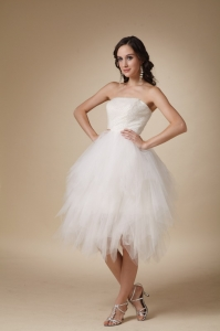 Lovely A-line Strapless Tea-length Tulle Beading Bridal Gown