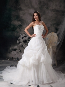 Sweetheart A-line Court Train Organza Beading Wedding Dress