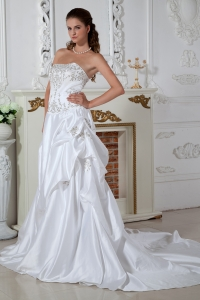 Pretty Strapless Court Train Taffeta Embroidery Wedding Gown