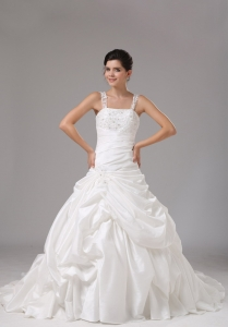 Straps A-line Wedding Dress With Embroidery Decorate For 2013