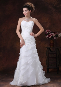 Ruched Bodice Wedding Dress With Appliques Sweeetheart Organza