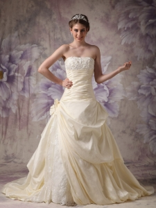 Light Yellow Taffeta and Lace Hand Made Flowers Bridal Gown