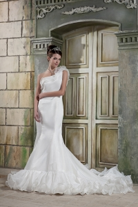 Mermaid One Shoulder Court Train Organza Wedding Dress