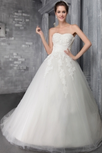 Elegant Wedding Dress Strapless Chapel Train Tulle