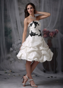 Lovely A-line Strapless Knee-length Appliques and Ruch Wedding Dress