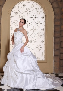 Embroidery Wedding Dress Pick-ups Chapel Train Gown
