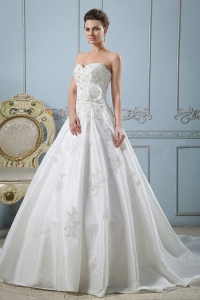 Sweetheart Wedding Dress With Appliques and Sash