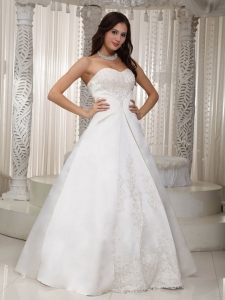 Sweetheart Floor-length Satin Lace Wedding Dress