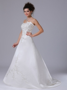 Embroidery Strapless Wedding Gown Brush / Sweep