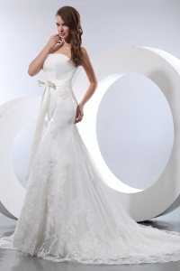 Mermaid Strapless Court Train Lace Bow Wedding Dress