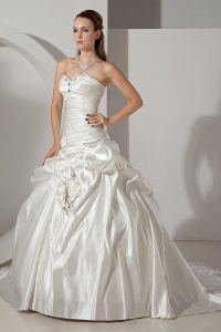 A-line Sweetheart Chapel Train Beading Wedding Dress