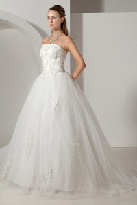 Lovely Tulle Appliques A-line Strapless Chapel Train Bridal Gown