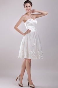 Sweetheart Knee-length Organza Appliques Wedding Dress with Pleats