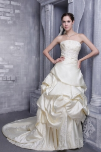 Taffeta Appliques Bridal Gown A-line Strapless Ivory
