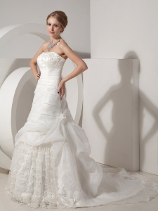 Strapless Wedding Gowns Chapel Train Organza Lace Appliques