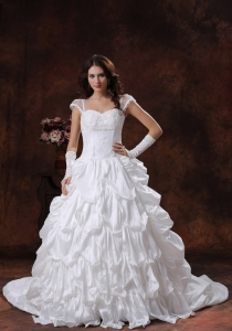 Appliques Beaded Sweetheart Straps Ruffled Wedding Dress
